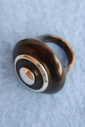 RING AND PENDANT IN EBONY AND SILVER